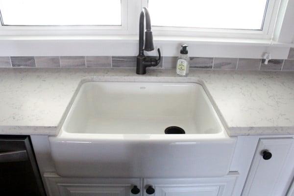 Farmhouse Sink with Quartz Contertops