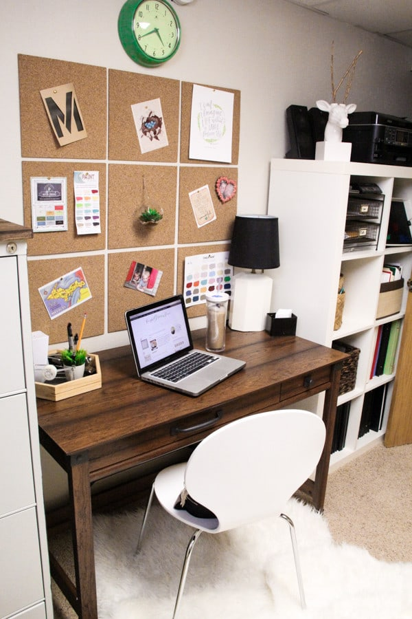 Modern Desk with Square Cork Tiiles