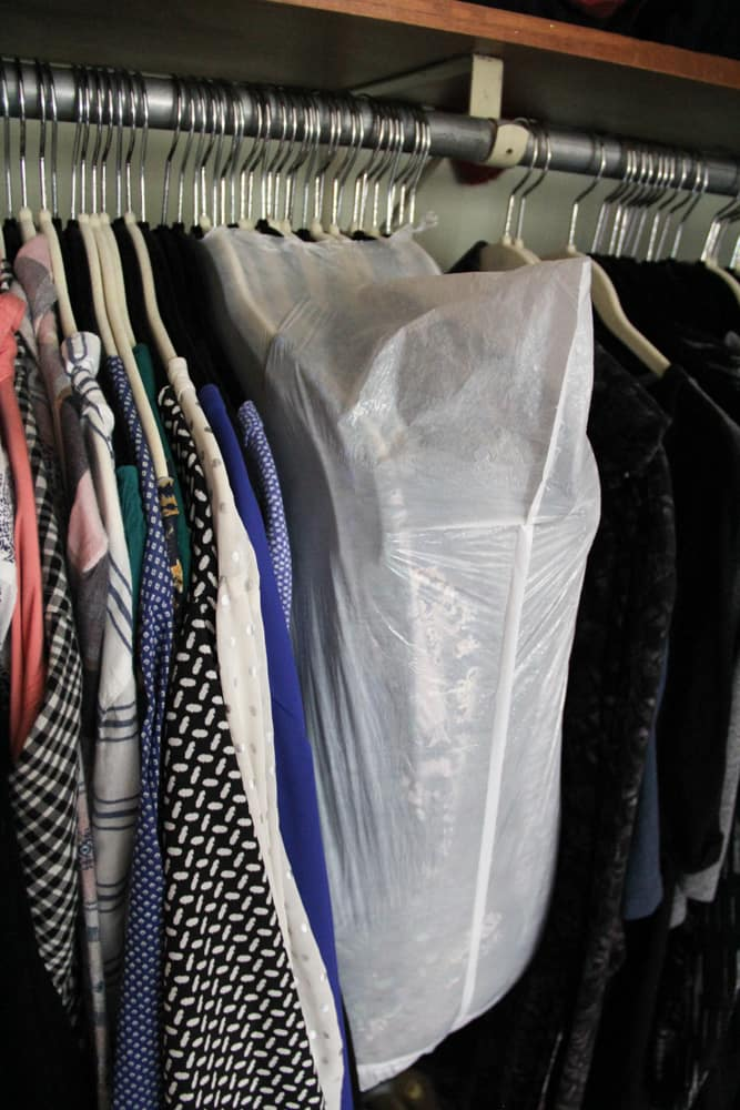 How to Move hanging clothes