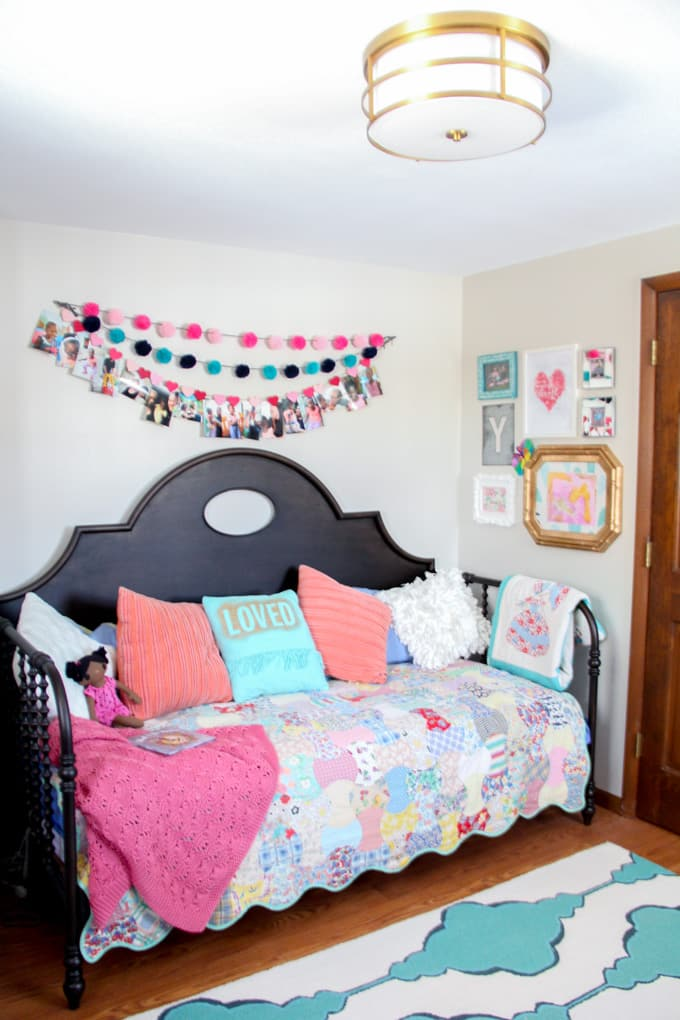 How to Decorate a Modern Girls Bedroom