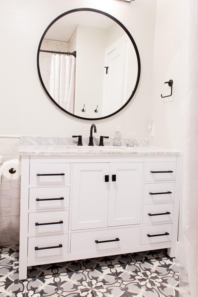 Modern Bathroom with Round Mirror