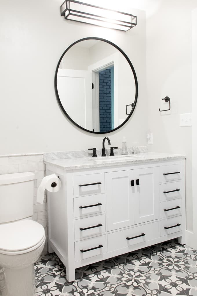 Modern Bathroom with Circle Mirror