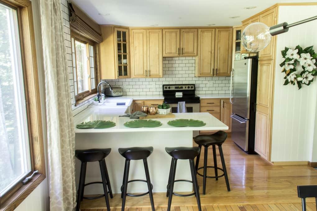 Modern Kitchen with Peninsula Bar