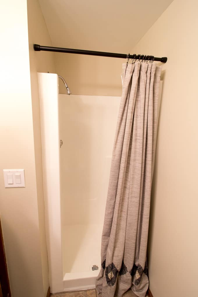 Use Tub and Tile Paint to Refinish a Shower