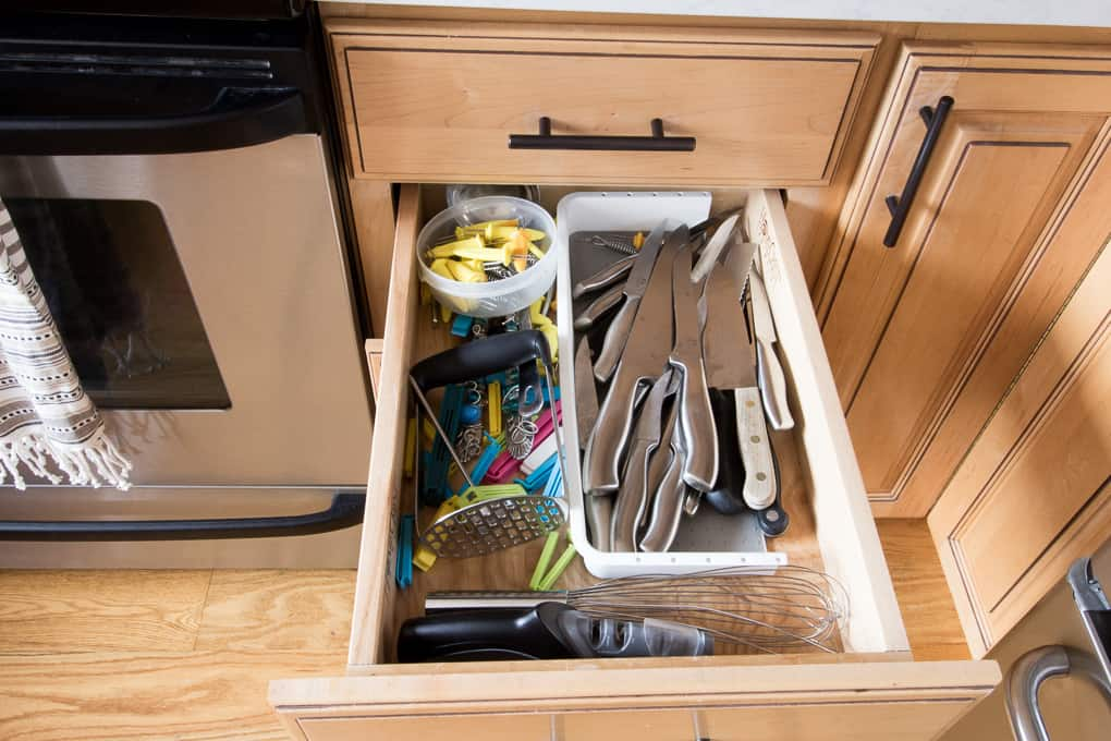 How to Store Knives in a Drawer
